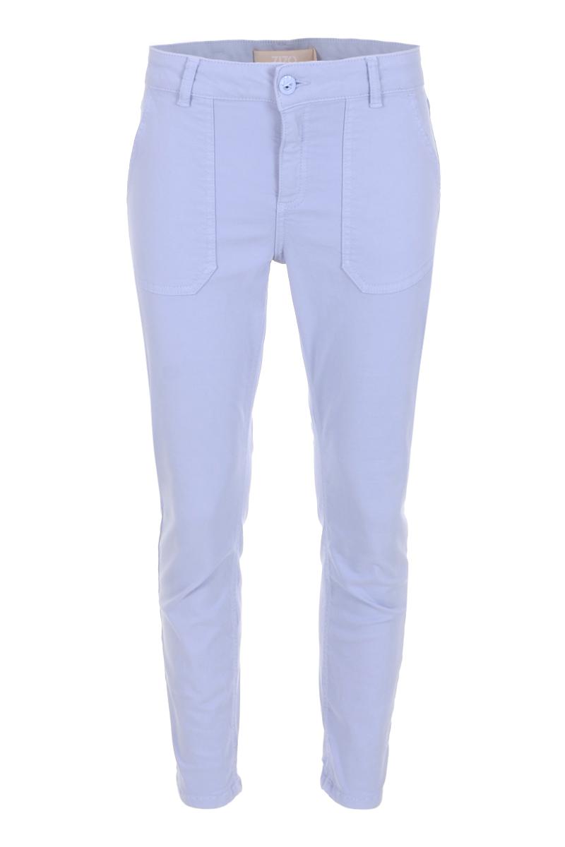 Broek Lois is een 5-pocket model met modellerende tailleband, rits en knoop. Lois is een skinny fit, heeft een hoge taille, hoge front en hoge backrise. De broek valt normaal qua maat en is te verkrijgen in het Sky Blue en Light Grey.   <ul> <li>Modellerende tailleband</li> <li>Ritssluiting met knoop</li> <li>Skinny fit</li> <li>Hoge taille</li> <li>Hoge front en backrise</li> <li>Color denim broek</li> <li>5-pocket model</li> <li>Opgestikte steekzakken</li> <li>Model Lois</li> <li>Jenny fit</li> <li>Binnenbeen lengte van 70 cm</li> <li>Valt normaal qua maat</li> <li>Te verkrijgen in hetSky Blue en Light Grey.</li> </ul>  <blockquote>Korter model. In het voorjaar leuk met een sneaker eronder.</blockquote>