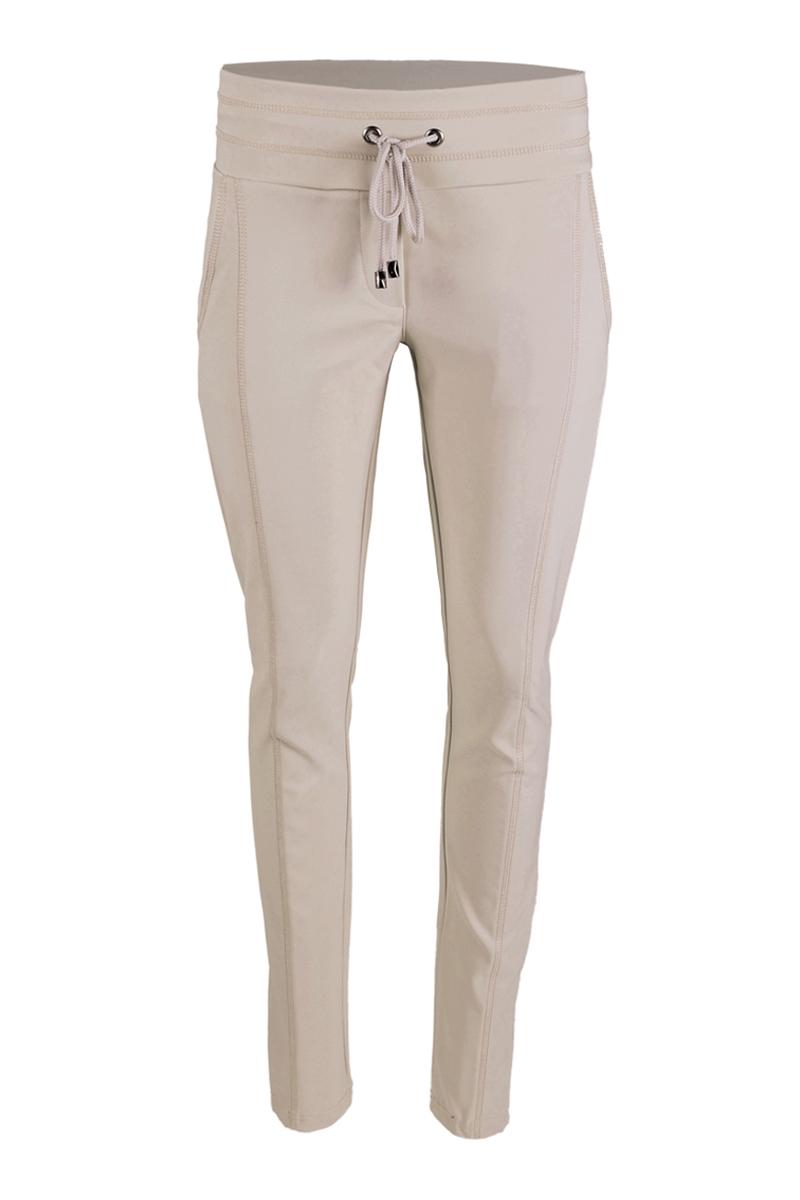 Extra skinny broek met een dubbele sier stiksel op de bovenbeen. Broek heeft een hoge tailleband met koord.