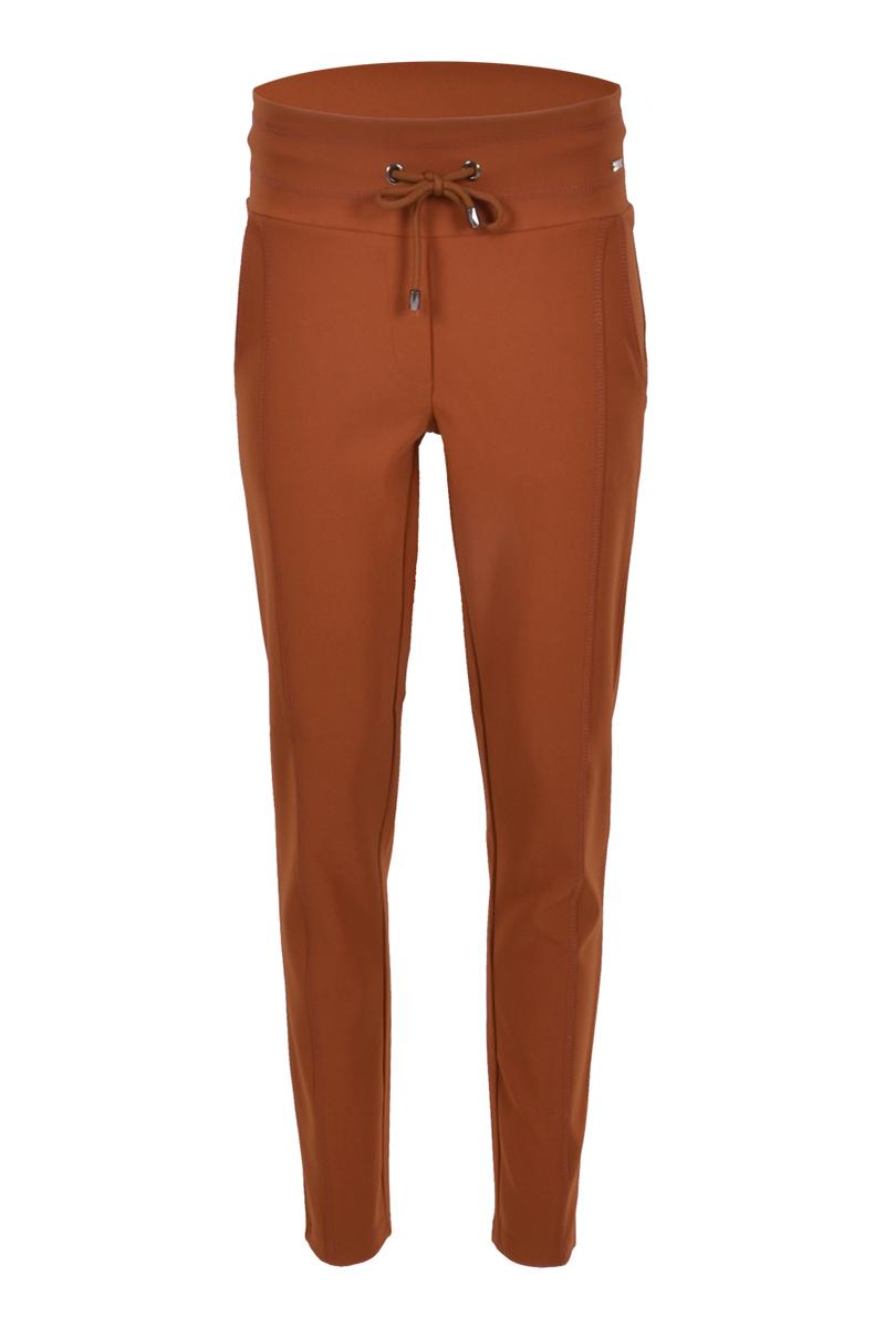 Extra skinny broek met een dubbel sierstiksel op het bovenbeen. Broek heeft een hoge tailleband met koord.