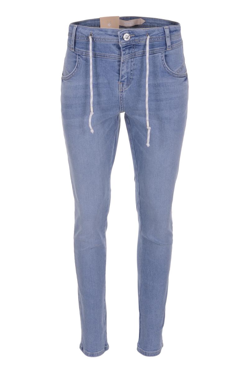 Denim broek Yara is een 4-pocket model met hoge taille. De skinny jeans is open en dicht te doen middels een ritssluiting met knoop en heeft een extra koordsluiting in de tailleband. Yara valt normaal qua maat en is te verkrijgen in het New Vintage en Stone Bleached.<br /> <br />   <ul> <li>Ritssluiting met knoop</li> <li>Skinny jeans</li> <li>Hoog model</li> <li>Extra koortsluiting</li> <li>Denim broek</li> <li>Tailleband met ceintuurlussen</li> <li>4-pocket model</li> <li>Model Yara</li> <li>Valt normaal qua maat</li> <li>Te verkrijgen in het New vintage en Stone Bleached</li> </ul>  <blockquote>Prachtige voorjaarswassing</blockquote>