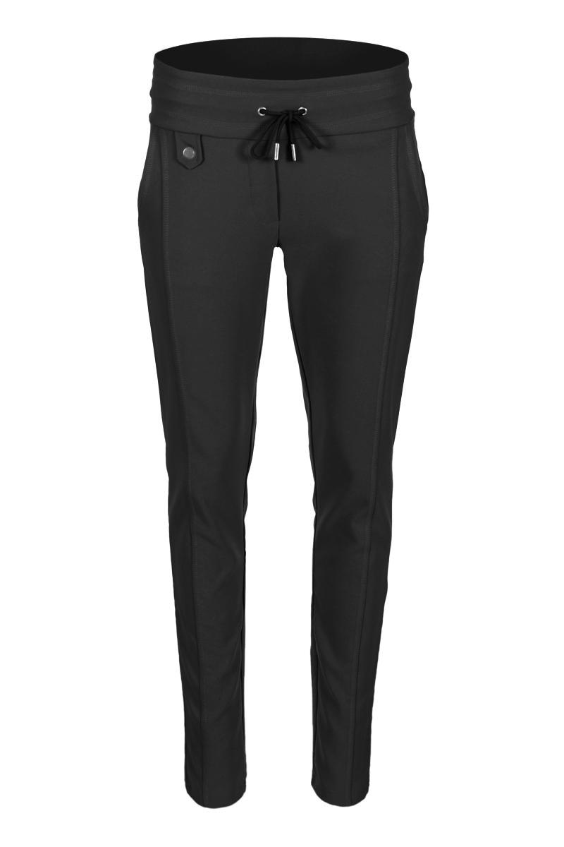 Sportieve maar geklede broek Sandy is een 4-pocket model met fake klepzakken op de achterzijde en steekzakken aan de voorzijde. De broek is voorzien van een hoge tailleband zonder riemlussen met koordsluiting. Ze heeft een dubbel sierstiksel op het bovenbeen. Sandy is een extra skinny fit en is gemaakt van een heerlijk comfortabele Poly Lycra kwaliteit. De broek valt normaal qua maat en is te vinden in het Sand, Offwhite, Navy, Sky Bluek Lime, Fuchsia en Black.  <ul> <li>Lengtemaat 32</li> <li>Extra Skinny fit</li> <li>Dubbel sierstiksel op het bovenbeen</li> <li>Koordsluiting</li> <li>Hoge tailleband zonder riemlussen</li> <li>Poly Lycra kwaliteit</li> <li>4-pocket model</li> <li>Fake klepzakken achterzijde</li> <li>Steekzakken voorzijde</li> <li>Model Sandy New</li> <li>Valt normaal qua maat</li> <li>Te verkrijgen in het Sand, Offwhite, Navy, Sky Blue, Lime, Fuchsia en Black.</li> </ul>  <blockquote>Perfecte basisbroek;sportief maar gekleed</blockquote>