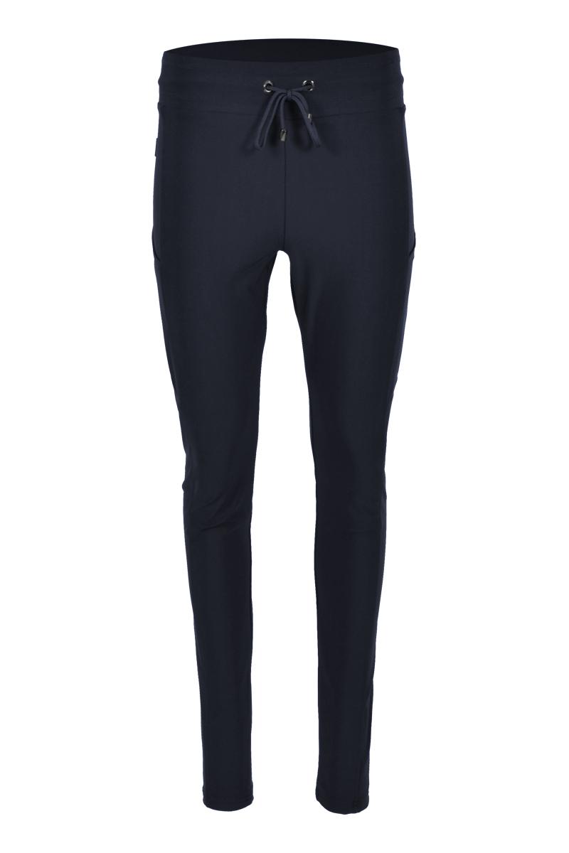 Extra skinny broek met 2 telefoonzakken aan de zijkant. broek is gemaakt van een zeer luxe gebreide travel kwaliteit